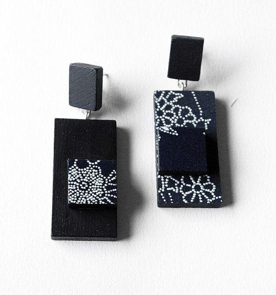Gli orecchini e i bracciali della collezione DOMINO sono ispirati alle tessere dellantico gioco del domino e alla mia passione per le carte giapponesi.