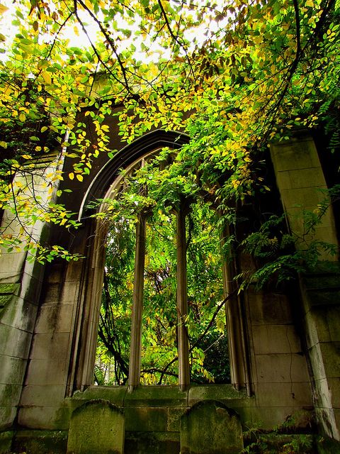 visitheworld:  The ruins of St Dunstan-in-the-East church in London, England (by franziphotos).
