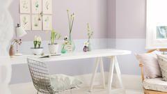 Vous voulez que vos plafonds semblent plus grands et ajouter de l'intérêt décoratif à votre maison ? Essayez de créer un effet de peinture en deux tons.
