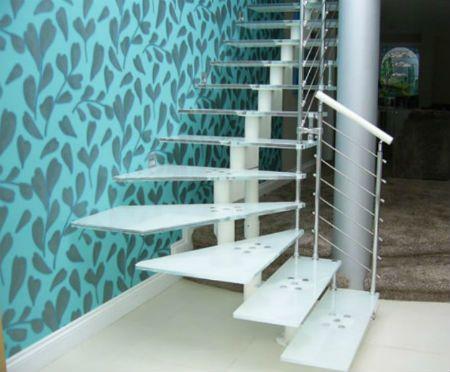 Лестницы из стекла и металла в Москве, цены на стеклянные ступени для лестниц