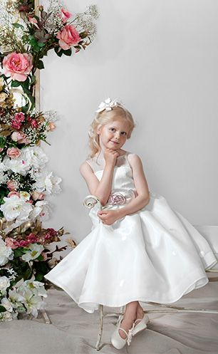 Flower Girl etiquette you should know when planning a wedding.  #flowergirl #etiquette #weddingplanning #bride #flowergirldress