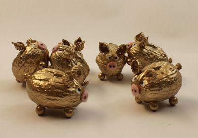 Ganz goldige Glücksschweinchen! Eher eine DIY-Idee für größere Kinder, denn das Zusammenkleben ist ein bisschen fummelig. Aber eine tolle Dekor, z.B. für Silvester...