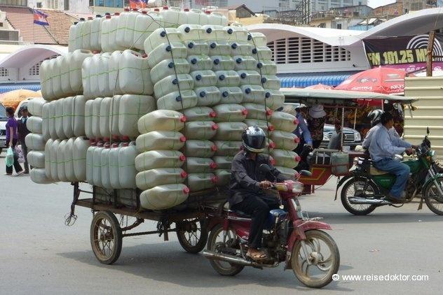 Voll beladen in Phnom Penh Kambodscha  www.reisedoktor.com