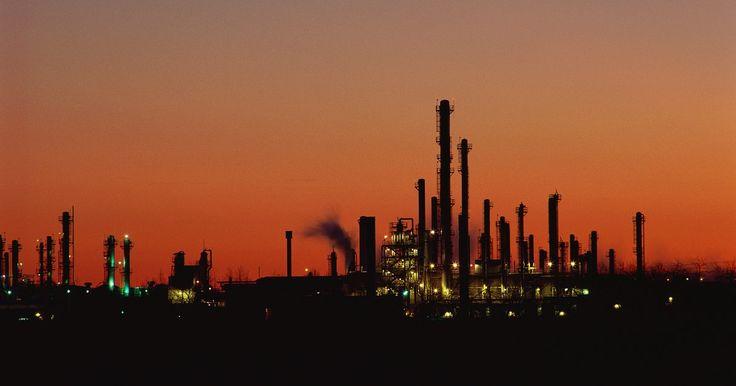 El sueldo de un trabajador de la plataforma petrolera en Dakota del Norte. El aumento de los precios del petróleo y el desarrollo de tecnologías de fractura hidráulica han provocado un aumento de la producción en los yacimientos de petróleo de Bakken en el siglo XXI. Situado en el oeste de Dakota del Norte, los Bakkens son el hogar de decenas de plataformas petroleras, todas las cuales requieren un número de trabajadores ...