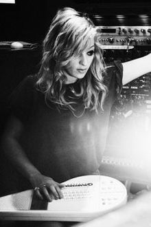 Isabella Summers (the Machine part of Florence + the Machine)