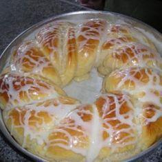 Receita de Pão Doce de Coco do Edu Guedes - 1 kg de farinha de trigo, 3 unidades de ovo, 1 xíc. (chá} de manteiga, 1 e 1/2 xíc. (chá) de leite condensado (1...