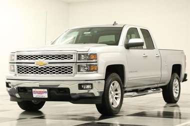 PRICED WAY BELOW DEALER INVOICE!!! PLUS NO FEES! SPRAY ON BEDLINER PLUS MYLINK! CAMERA AND PARK ASSIST! BRAND NEW 2015 SILVER ICE METALLIC CHEVY SILVERADO LT 4WD DOUBLE CAB! ORIGINAL MSRP $44,585.  Stock #6551