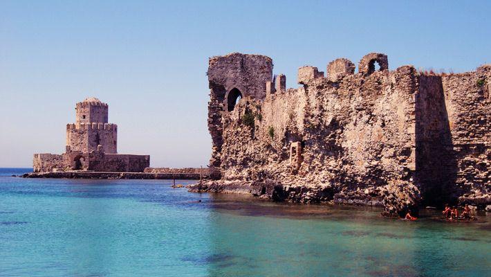 Castel in Methoni,Grecia  Castele si palate pline de istorie (partea 1) - galerie foto.  Vezi mai multe poze pe www.ghiduri-turistice.info  Sursa : http://en.wikipedia.org/wiki/File:Methoni_castle_Burtzi.jpg