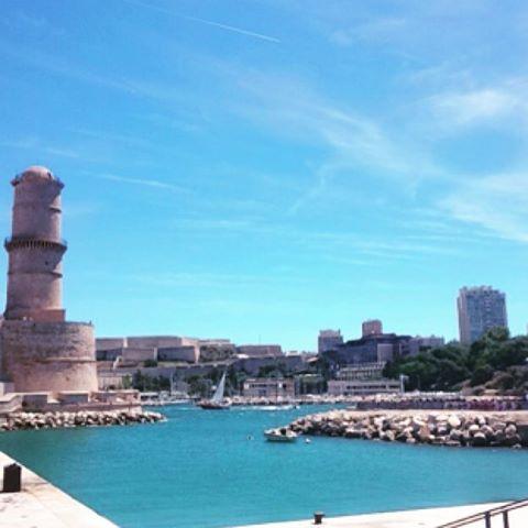 Café matinal au Mucem #view #Mucem #café #sea #musée #expo#Picasso #near#port#marseille #bluesky #bluesea #sunnyday #sun #sunny #mer #france #southoffrance #placetobe
