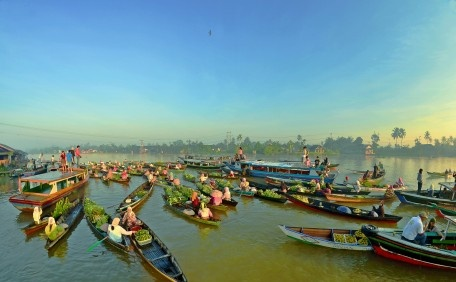traditional floating market