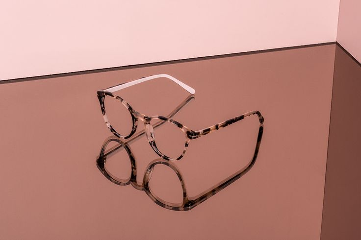 From our collaboration with Canadian figure skater Tessa Virtue. These eyeglasses are the LONDON WISTERIA.