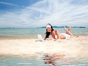 Обои Море Небо Брюнетка Пляж Песок Ноутбуки Девушки