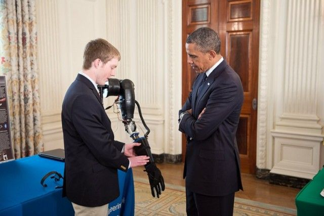 Teen uses 3D printer to craft functional robotic prosthetic arms