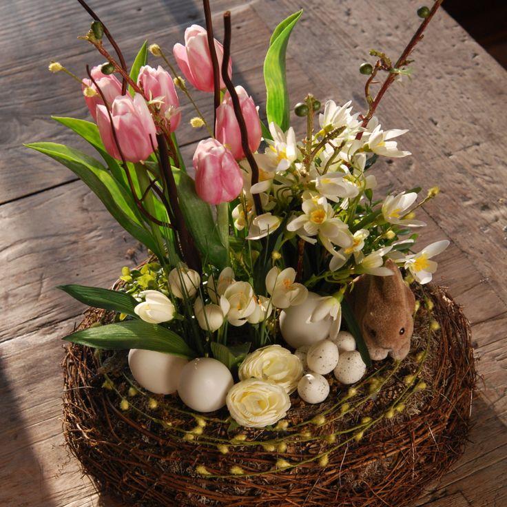 Velké jarní aranžmá Aranžmá je vytvořeno z kůry, mechu, umělých květin a umělých vajec, z proutků..... Průměr : 35cm, výška 40 cm kód (5330)