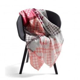 Hay Mega Knit Tagesdecke, Doppelt gewebte Sofadecke mit modernem, graphischem Muster. Mega Knit Tagesdecke von Hay hier online kaufen!