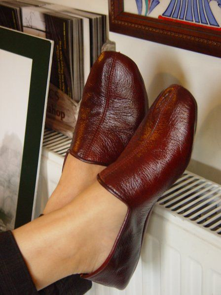 Handmade leather shoes. I want! Look so comfortable and cute!!