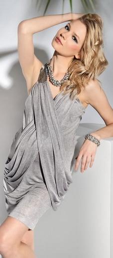 Rochia Elite pentru gravide sexy si moderna este potrivita pentru orice viitoare sau actuala mamica. Este o rochie de seara, foarte chic, confectionata dintr-um material extrem de fin si usor, placut la atingerea cu pielea.