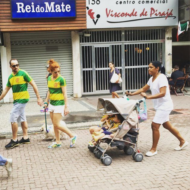 A photographer fromCorreio Braziliensenewspaper took a picture of protesters Claudio and Carolina Maia Pracownik, walking their dog through Copacabana, Rio de Janeiro. Their nanny, Maria Angélica Lima, trails behind them in a white uniform, pushing their two young daughters in a stroller.  The photo of the wealthy family and their nanny rapidly went viral and sparked a heated, national debate that highlighted the divisions and inequalities some say it portrays.