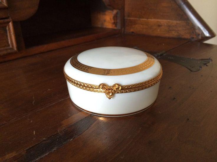 Elegante portagioie della Limoges France / Vintage Portagioie bianco con bordi oro / Fine regalo per signora / Cofanetto porcellana bianca di VintaFai su Etsy