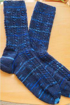 Nadelei: Socken mit Zopfmuster