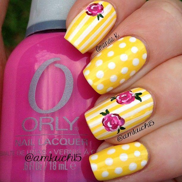unhas decoradas com flores poa e listras nas cores rosa amarelo e branco