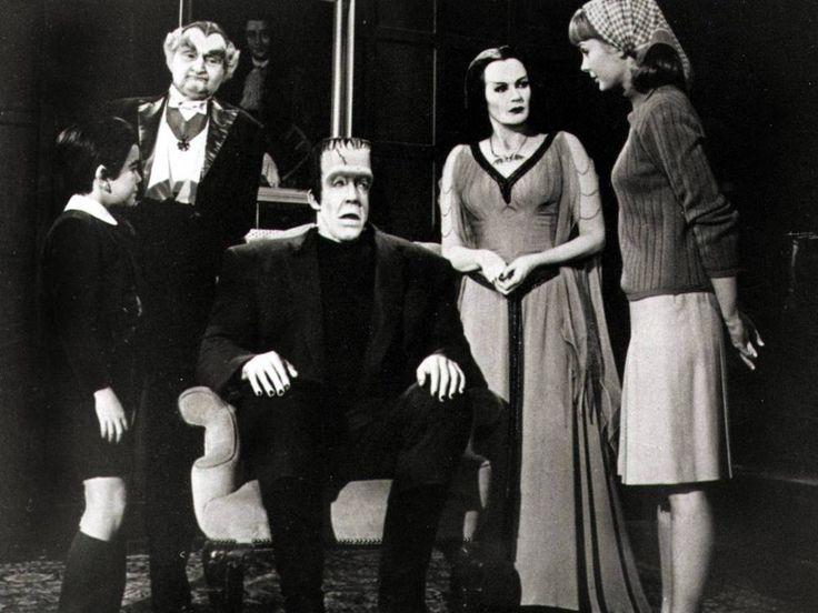 """In den 60er-Jahren gedreht, bis heute Kult: Kaum eine Serien-Familie ist so weltberühmt wie """"The Munsters"""". Jetzt arbeitet Seth Meyers an einer Neuauflage… Die gruselig-lustige Kultfamilie """"The Munsters"""" aus den 60er-Jahren kommt zurück ins Fernsehen. Wie das..."""