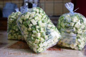 Zucchine nel sacchetto da congelare