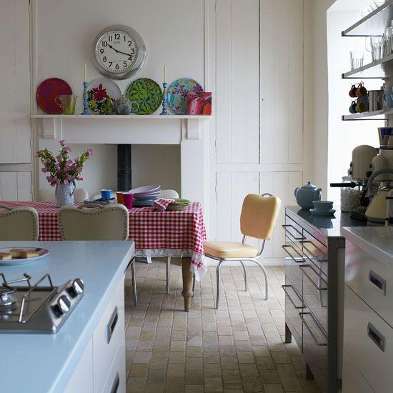 Kitchen: Vintage Kitchens, Kitchens Tables, Kitchens Ideas, Retro Home Decor, Colors Kitchens, Modern Kitchens, Retro Interiors, Kitchens Dinning, Retro Kitchens