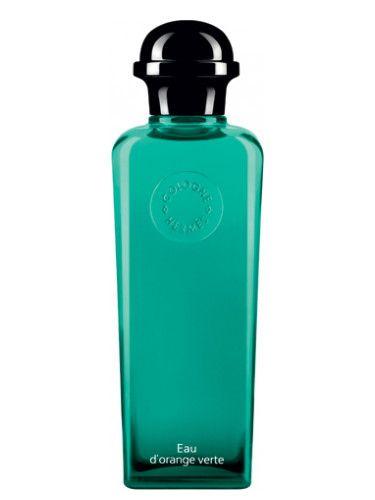 Eau d`Orange Verte Hermes para Hombres y Mujeres Eau d`Orange Verte de Hermes es una fragancia de la familia olfativa Cítrica para Hombres y Mujeres. Eau d`Orange Verte se lanzó en 2009. La Nariz detrás de esta fragrancia es Jean-Claude Ellena. La fragrancia contiene naranja, mandarina, limón de Amalfi (lima de Amalfi), menta, casis (grosellero negro), musgo de roble y pachulí.