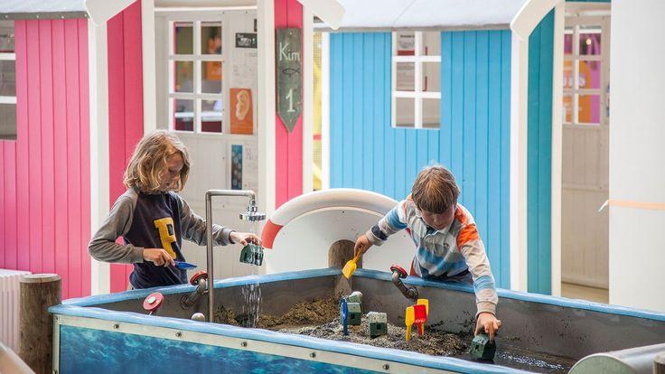 Experimentarium er hele Danmarks science center. Vi har været tankevækkende siden 1991 og udforsket verden gennem naturvidenskab og teknologi.