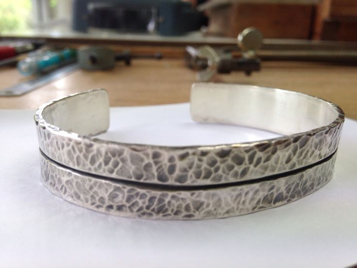 Male cuff. Sterling silver hammered finish.