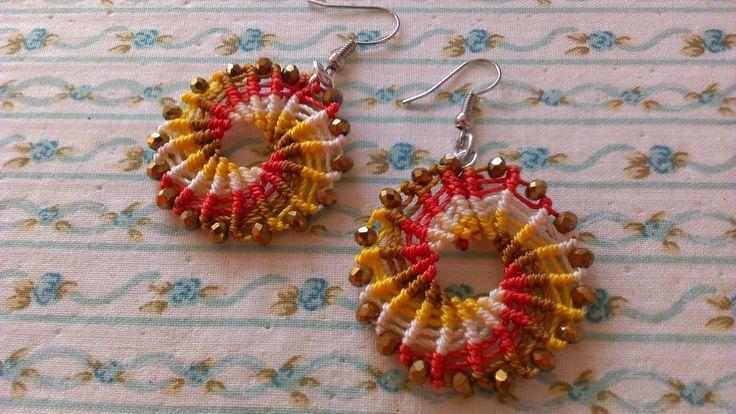 Come realizzare un paio di orecchini a macramè, circolari e multicolori - macrame earrings