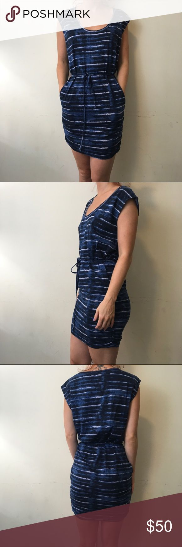 Joie Blue Striped Linen Tie Waist Dress Joie Dress Shift and Printed lightly worn has pockets and a belt tie along the waist! Size extra small Soft Joie Dresses