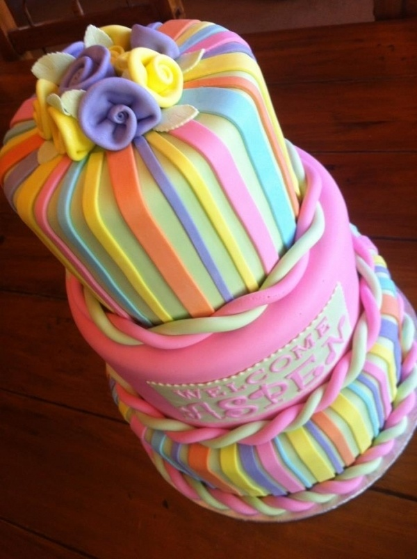 I just love the girlyness of this cake! I'd be so proud to do work like this. Please note, this is not one of my cakes, it's by Cake Central user kendra_83. Fabulous work!