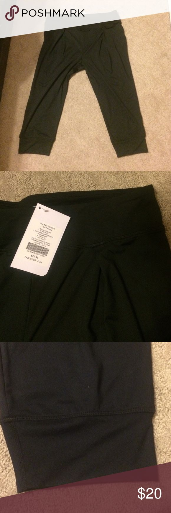 Workout capri Workout capris with pleat in the front and cuffed at the calf Fabletics Pants