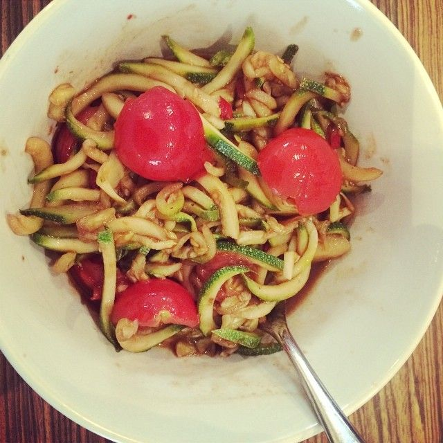 First attempt with the #spirializer not perfect yet bit really yummy  #vegan #vegetables #vegetarian #courgetti #tomato #garlic #foodforheal...