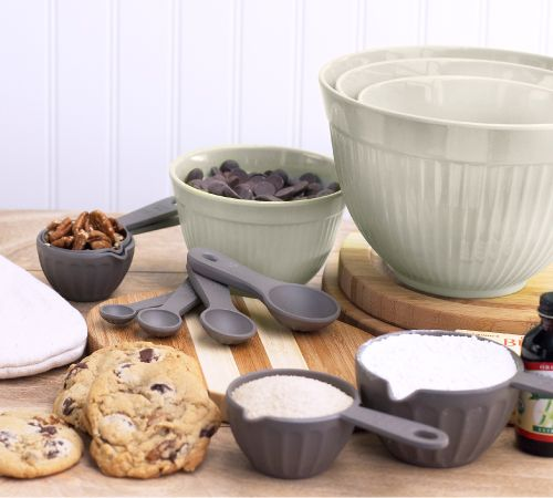 123 best measuring cups spoons images on pinterest for Kitchen set environment