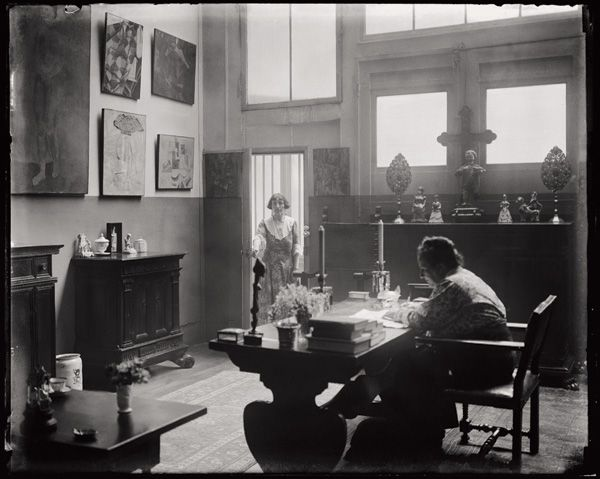 man ray gertrude stein and alice toklas in the atelier at 27 rue de fleurus paris 1922 the. Black Bedroom Furniture Sets. Home Design Ideas