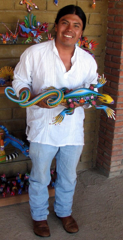 Zeny Fuentes vende alebrijes en Oaxaca.
