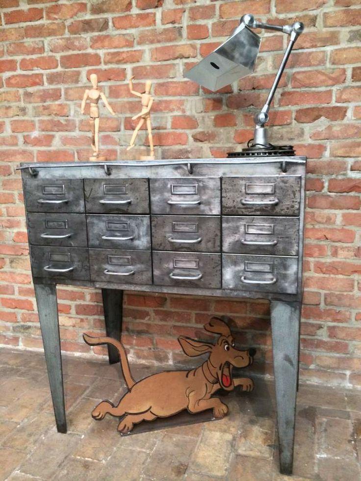 meuble industriel d 39 usine d atelier en m tal patine graphite 12 tiroirs sur pieds style. Black Bedroom Furniture Sets. Home Design Ideas