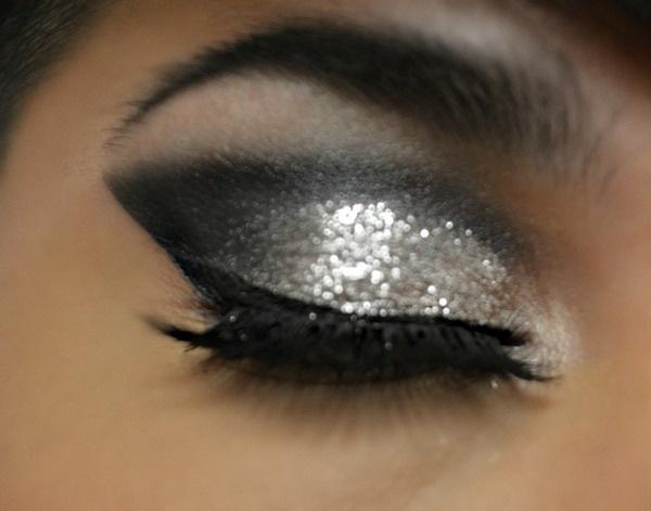 Love it!!!: Silver Glitter, Eye Makeup, Eye Shadows, Beautiful, Hair Makeup, Smoky Eye, Black Glitter Eye, Silver Makeup, Silver Eyeshadows