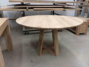 Eettafel rond eikenhout verjongd uniek onderstel
