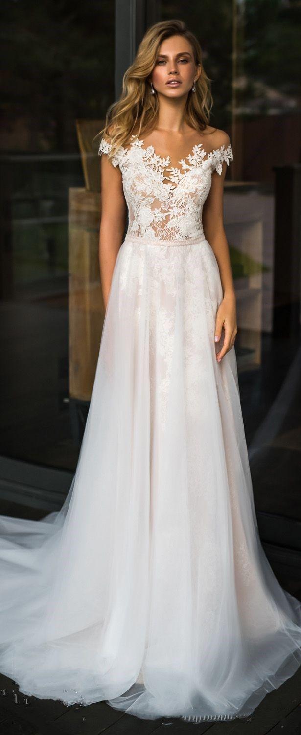 Weißes Tüll Brautkleid mit V-Ausschnitt und Applikationen, Schulterfrei Brautkleid mit langem Schleppe