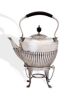 Teekanne mit Stövchen aus Sterlingsilber, London 1887