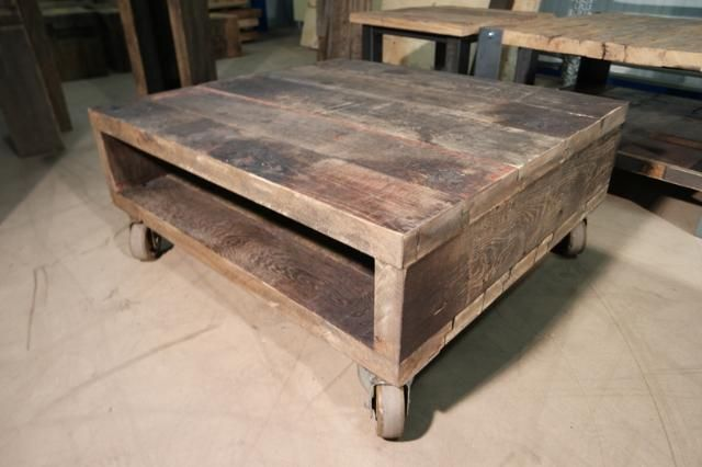 Salontafel Deauville. oud eiken wagonplanken - Voorraad hout en wagonplanken tafels te Tiel - BVA Auctions - online veilingen