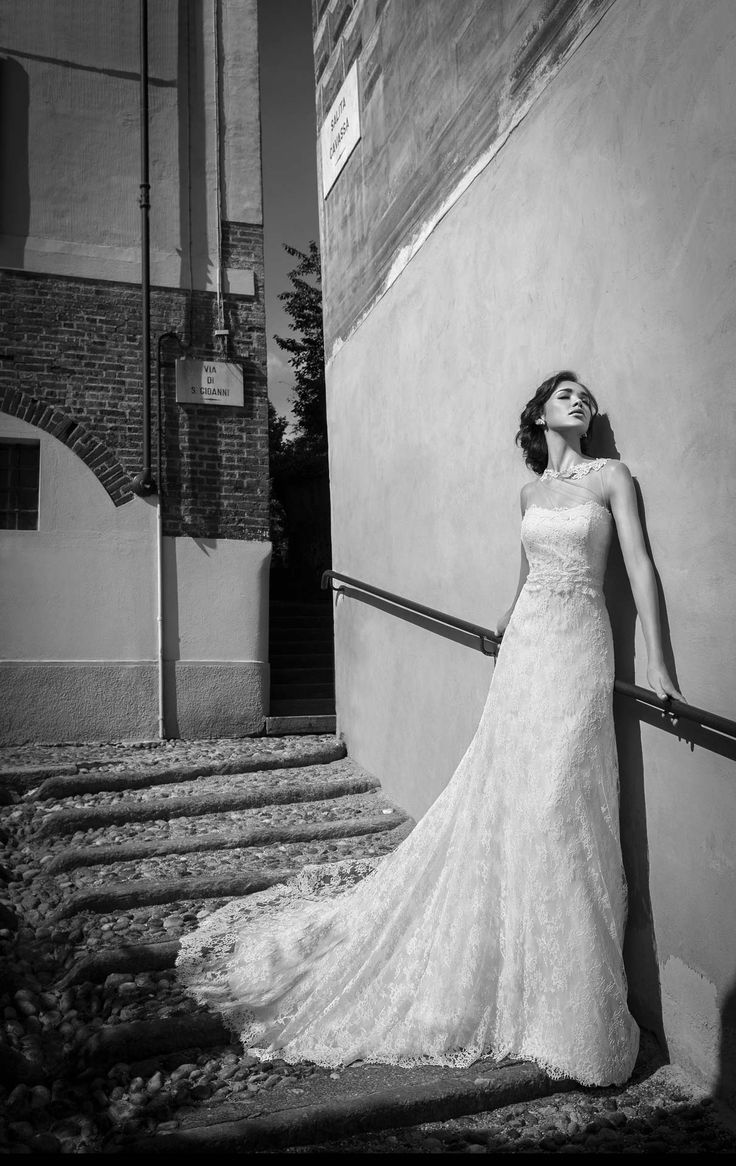 SANDRA www.alessandrarinaudo.it #nicolespose #weddingdress #hautecouture