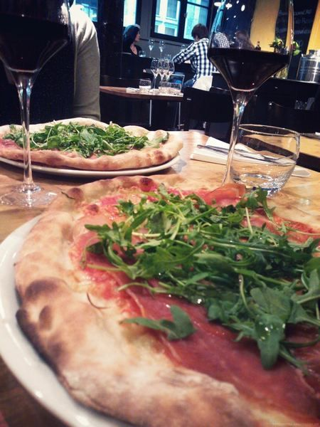 Lille:Restaurant La Bottega  7 bis rue au Péterynck, mar-dim 12 -14h30, soir 19h30 -22 h. meilleure pizzeria de lille ,