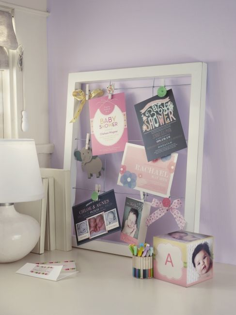Luminaire Pour Chambre Garcon : Love this idea for displaying invites, birth announcements and cards