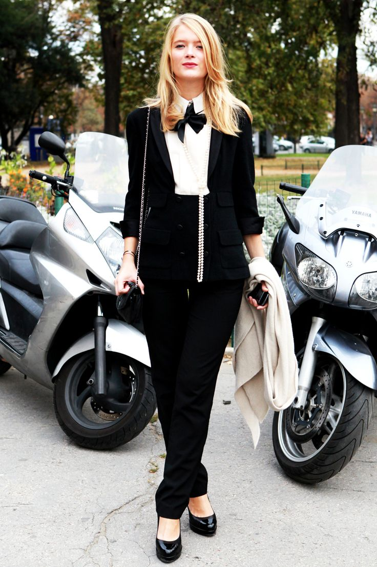 feminine menswear... love the pearls.: Bows Ties, Style Inspiration, Black And White, Street Style, Outfit, Feminine Menswear, Black White, Suits, Style Tips