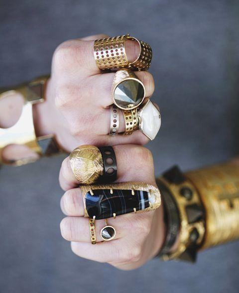 oro audace e anelli neri